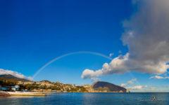 фото радуги над горами в Крыму у моря