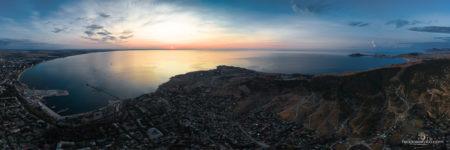 Панорамная фотография Феодосии, Феодосийского залива на рассвете