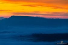 Коктебельские просторы. Весенний туман над виноградниками и гоорами