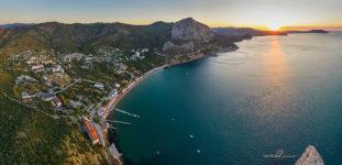 Аэрофотография поселка Новый Свет на рассвете