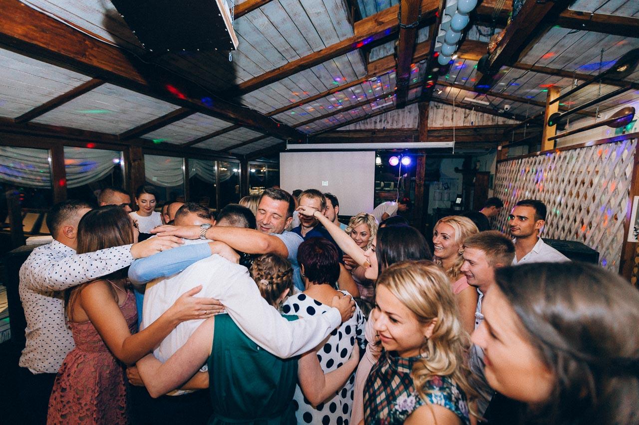 поздравление молодоженов от друзей и родителей на свадебном банкете