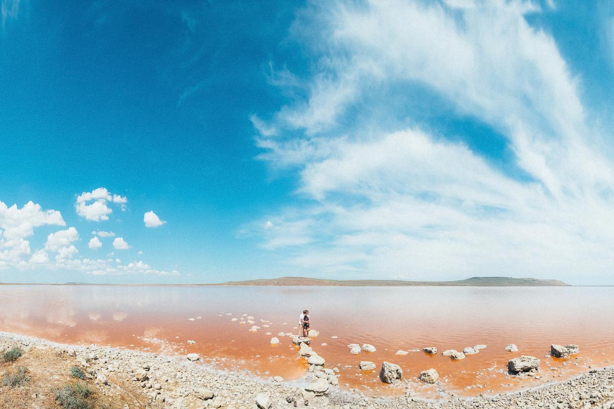 Панорамное фото розового озера в Крыму