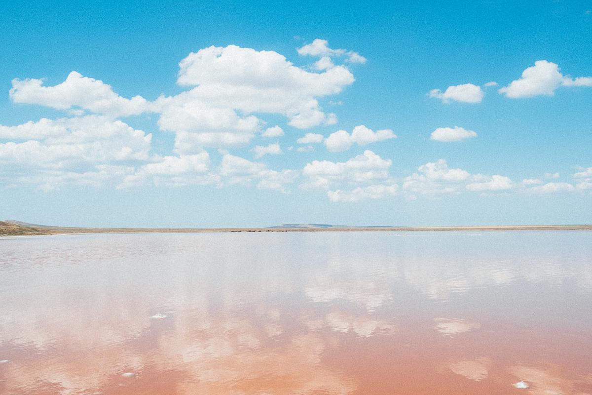 Пейзаж розового озера
